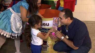 Dia das Crianças: 'Combinado' entrega presentes - Um dia para marcar a história das 130 crianças atendidas pela Casa Maternal Amélia Leite, em Aracaju. É assim que podemos definir a festa do Dia das Crianças promovida esta semana pelo programa Combinado e exibida na edição deste sábado (10).