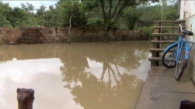 Deslizamento bloqueia rodovia na Serra; chuvas seguem causando prejuízos em SC - Deslizamento bloqueia rodovia na Serra; chuvas seguem causando prejuízos em SC