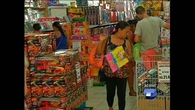 Comércio e shoppings funcionam em horário especial no feriado de 12 de outubro - No comércio, haverá atendimento ao público a partir das 12h no domingo.