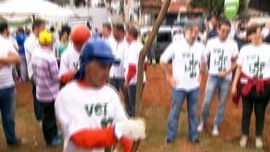 Mutirão do Verdejando está no Campo Limpo - O dia começou com apresentação de música e capoeira. Depois, todo mundo se reuniu em um mutirão para plantar 21 árvores. Até o dia 16 de outubro, a região vai receber um total de 73 mudas.