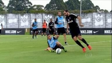 """""""Zidanillo"""" comemora contrato renovado com o Corinthians, e fala sobre seu futuro no Timão - Meia falou das comparações com o craque francês e até sobre aposentadoria"""