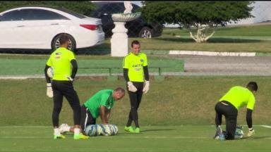 Com Wilson suspenso, Coritiba vive mistério no gol: Bruno ou Vaná - Com Wilson suspenso, Coritiba vive mistério no gol: Bruno ou Vaná