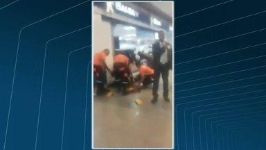 Bandidos matam segurança durante assalto a uma loja num shopping da Zona Oeste do Rio - A polícia investiga se os criminosos fazem parte de uma quadrilha especializada em roubar celulares.