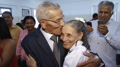 Casal de idosos que se conhece há 50 anos oficializa união - Noivos são da cidade de Catolândia.