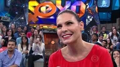 Laura Muller tira dúvidas sobre sexo de Luan Santana e da plateia - Sexóloga responde perguntas do público no palco do programa