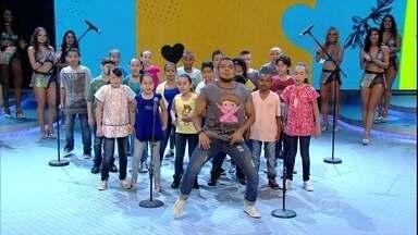 Tirulipa canta com as crianças do Coral da Gente de Heliópolis - Turminha arrebentou em versão toda própria da música 'Comida', dos Titãs