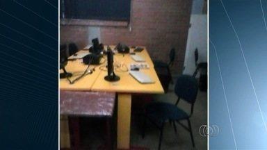 Ladrões invadem e furtam escola em Aparecida de Goiânia - Criminosos levaram os computadores da sala de informática do Colégio Neivo Rocha Barbosa.