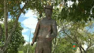 Veja história do monumento em homenagem a João Cargas D'água - JPB especial de 151 anos de Campina Grande foi transmitido da praça onde está a estátua em homenagem a ele.