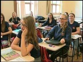Jornal do Almoço faz homenagem aos professores - Nesta quinta-feira (15), é comemorado o dia dos professores.