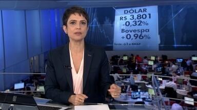 Dólar chega a R$ 3,80 e Bovespa tem alta de quase 1% - A cotação do dólar caiu, nesta quinta-feira (15), para R$ 3,80. E a Bovespa subiu 1%. Economistas disseram que os investidores já esperavam essa redução da nota brasileira.
