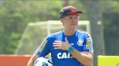 Sem Wallace, Flamengo encara o Inter com a missão de voltar a vencer - Depois de emplacar seis vitórias seguidas e sofrer quatro derrotas, Oswaldo de Oliveira fala da dificuldade de manter estabilidade no Brasileiro.