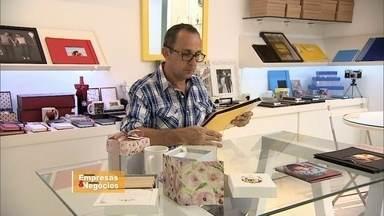 Baiano aprende a arte da economia criativa - Artesão resolveu encarar o desafio e fez um curso para aprender a administrar o próprio negócio. Ele era mais artista do que empresário.