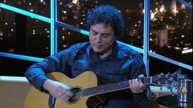 """Frejat encerra programa de segunda-feira cantando """"Pro dia nascer feliz"""" - Cantor falou sobre carreira durante entrevista com Jô Soares"""