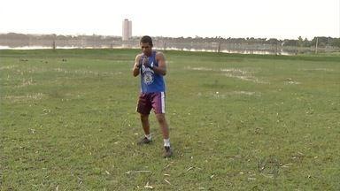Esporte: Boxeador treina em canteiro de obras - Pugilista em Três Lagoas, ele conseguiu vaga para mostrar habilidade Brasil a fora