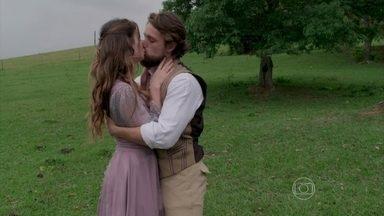 Felipe e Lívia planejam o futuro juntos - O casal comemora a felicidade em um passeio pelo vinhedo