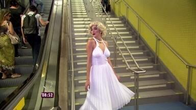Olha o vento! Conheça estação de metrô que está deixando mulherada de cabelo em pé - Vestida de Marilyn Monroe, Rafa Brites mostra como as mulheres se viram com tanto vento