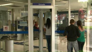 Termina greve dos bancários em Cianorte - Os funcionários aceitaram a proposta de reajuste de 10% nos salários, benefícios e participação nos lucros oferecida pela Federação Nacional dos Bancos, a Fenaban.