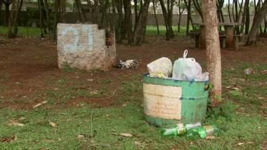 Temporada na prainha de Três Lagoas começa dia 15 de dezembro, mas local está abandonado - A fundação cultural, responsável pela manutenção do espaço, diz que vai arrumar os banheiros e algumas churrasqueiras.