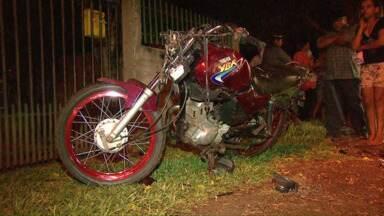 Motoqueiro bate em uma árvore e fica gravemente ferido - O batalhão de trânsito da polícia militar investiga o caso para saber as causas do acidente.