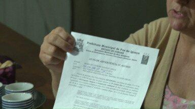 """Famílias que vivem no bairro Primeiro de Maio correm o risco de ter que deixar suas casas - De acordo com a Prefeitura, as famílias estão em uma """"área verde"""" de preservação permanente."""