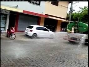 Caminhão de Prefeitura é flagrado lavando rua em cidade que sofre com a estiagem - Caso aconteceu em Sumidouro, na Região Serrana do Rio.