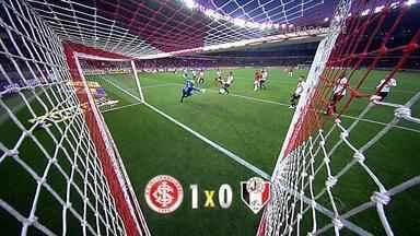 Inter ganha do Joinville e se aproxima da Libertadores - Famílias atingidas pela chuva ganharam ingressos para o jogo.