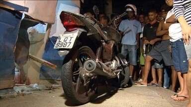 Policial confunde macaco de trocar pneus com arma e mata dois jovens - Vítimas trabalhavam como mototaxistas no Rio de Janeiro.