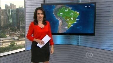 Previsão é de chuva para o Centro-Sul, Sudeste e Sul do Brasil durante o feriadão - Nesta sexta-feira (30), a previsão é de temporais para a área que abrange MT, MS, GO, norte de MG e sul da BA. O tempo deve ficar firme do litoral de PE até o PI, parte do AP, e do norte do RS até o sul de MG.