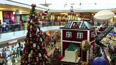 Clima de Natal chega aos shoppings para atrair clientes em Goiânia - Centros de compras capricham na decoração de olho nas crianças.