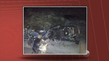 Motociclista morre em acidente no extremo sul da Bahia - De acordo com a PM, a vítima bateu de frente com um caminhão na BA-489, trecho entre Itamaraju e Prado.