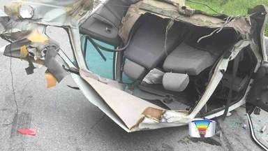 Três ficam feridos em acidente na SP-123 - Vítimas foram socorridas para o hospital em Pinda.