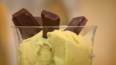 Fernando Kassab ensina receita de sobremesa com abacate - 'Prato Feito' mostra combinação para esta sexta-feira (6).