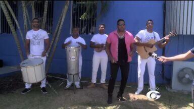 Banda de Samba Sabaki convida público para ensaios de verão - Repórter Derek Gustavo conversa com o grupo, que vem conquistando o público desde 2010.
