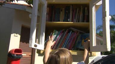 Gaúcha constroi biblioteca livre dentro de condomínio que fica à disposição dos vizinhos - Ideia é fazer com que os livros circulem e mais pessoas tenham acesso à leitura.