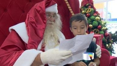 Papai Noel chega de helicóptero em Taubaté - Crianças fazem fila para fazer pedidos ao bom velhinho