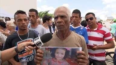 Avô conta momento em que garota desapareceu após rompimento de barragens em Mariana - Veja o relato do senhor Francisco Isabel. Emanuely Vitória tem cinco anos e está na lista de desaparecidos.