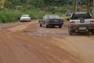 Buracos na Estrada dos Fernandes, em Suzano, dificultam vida dos motoristas - Os motoristas precisam redobrar a atenção para prevenir acidentes.