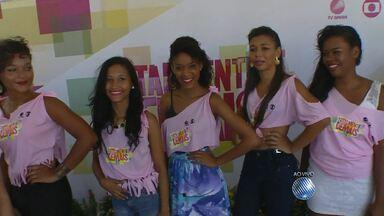 Jovens do bairro de Plataforma participam do concurso 'Totalmente demais' - O evento é para promover a nova novela da TV Globo, de mesmo nome, e que estreia nesta segunda-feira (9).