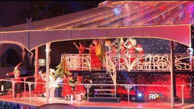 Palco do Natal do Palácio Avenida está sendo montado em Curitiba - A estreia do espetáculo está prevista para 27 de novembro.