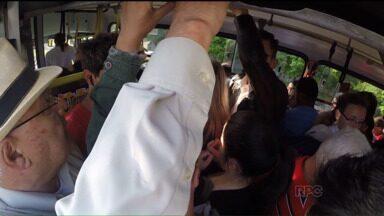 Vereador propõe deixar todos os assentos dos ônibus de Curitiba como preferenciais - Idosos, gestantes e pessoas com deficiência têm direito, por lei, para sentar no ônibus. Mas nem sempre, esse direito é colocado em prática.