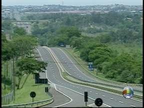 Motoristas devem redobrar a atenção em trechos de rodovia com paralisação - Caminhoneiros realizam protesto por melhores condições de trabalho.