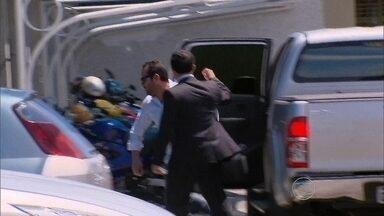 Falso médico que atuava em PE, PB e RN se apresenta à Polícia Federal - PF identificou acusado, após analisar imagens do circuito interno do Hospital João Murilo, em Vitória de Santo Antão.