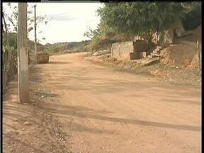 Calendário: Moradores da Rua II no Bairro Planalto em GV pedem pavimentação de via - Eles reclamam da poeira em dias secos e lamas quando chove há 20 anos.