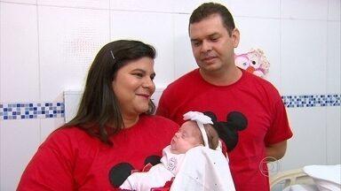 Bebê nascida prematura, com cinco meses, deixa hospital - Pouco mais de três meses após o nascimento, quando tinha pouco mais de 600 gramas, pequena Bianca deixou hospital com um quilo e 900 gramas