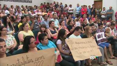 Vereadores de Ubiratã votam aumento de salários - O reajuste é de 19,5% nos salários dos secretários, prefeito e vereadores para 2017.