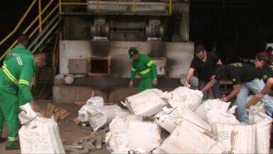Polícia Federal incinera 2,8 toneladas de drogas apreendidas em Guarapuava e região - 1kg era de cocaína e o restante era maconha. As drogas foram apreendidas de julho pra cá.
