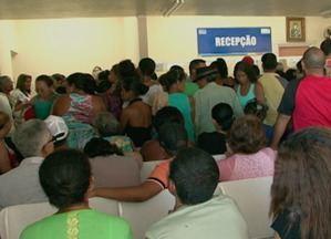 Pacientes reclamam da demora no atendimento do Hospital Regional de Arcoverde - Unidade recebe vários pacientes da região.