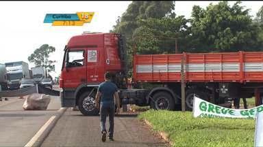 Protesto de caminhoneiros perde força após determinação judicial - Justiça impôs multa de R$ 5 mil para cada manifestante que ocupar BRs.