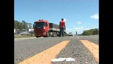 Caminhoneiros seguem mobilizados na BR 392 - Não há bloqueios em rodovias da região.