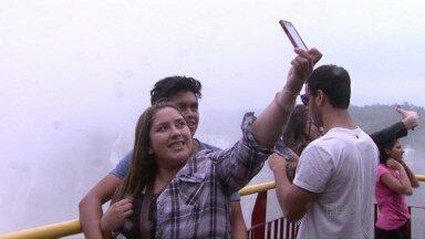 Cataratasday alcançou o recorde de postagem de selfie em um só dia - O desafio de postar fotos em frente as Cataratas do Iguaçu foi para comemorar o quarto ano do ponto turístico como uma das Maravilhas da Natureza.